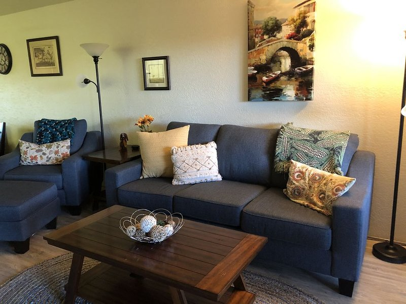 Palm Springs Condo - Minutes to Downtown!, casa vacanza a North Palm Springs