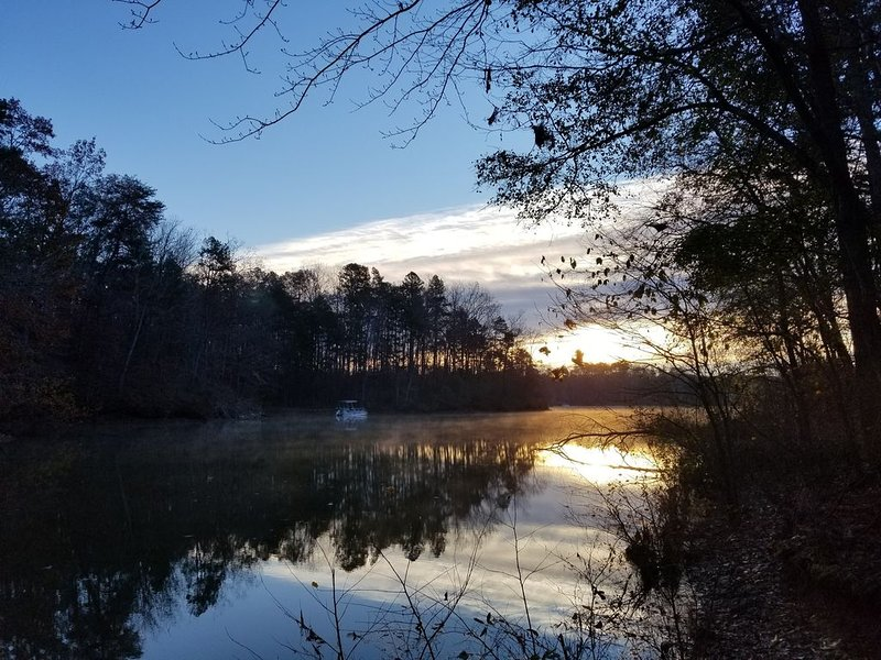 Adult retreat, peaceful place with kayaks, vacation rental in Martin