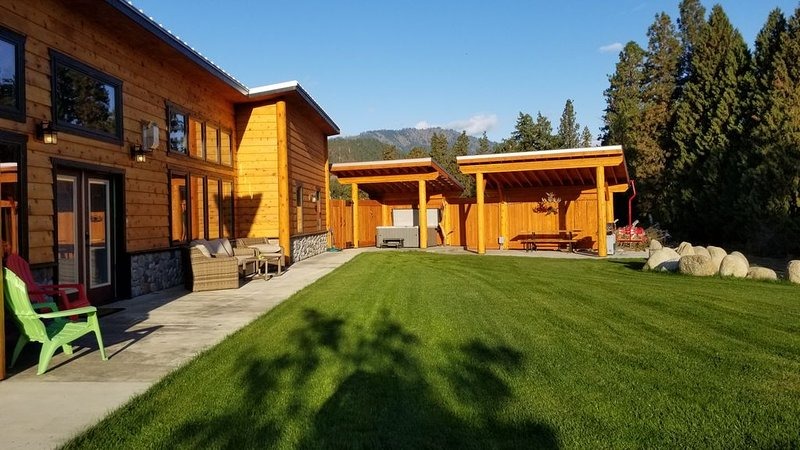 Beach House On The River, Leavenworth, Private Beach, Hot Tub, BBQ, New House, vacation rental in Dryden