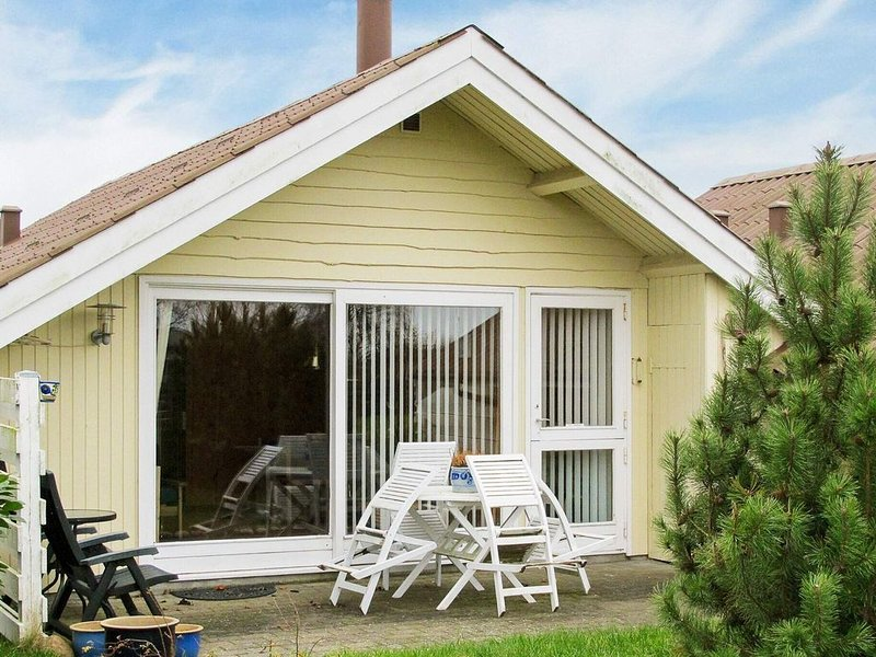 Charming Holiday Home in Askeby near Sea, location de vacances à Bogoe