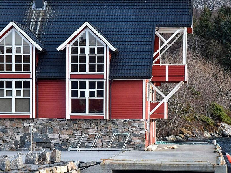 10 person holiday home in MIDSUND, holiday rental in Molde