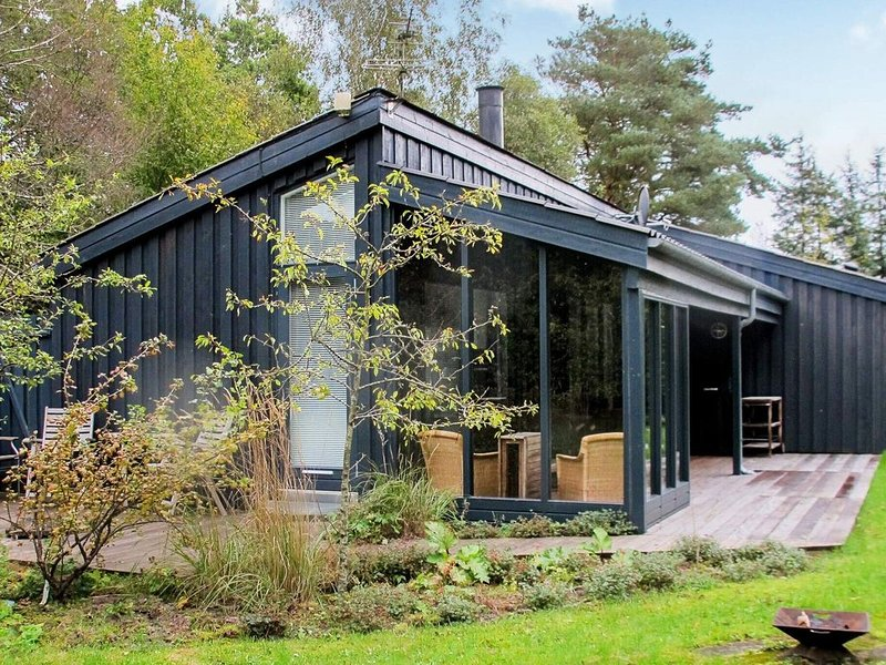 Modern Holiday Home in Hals with Barbecue, holiday rental in Gistrup