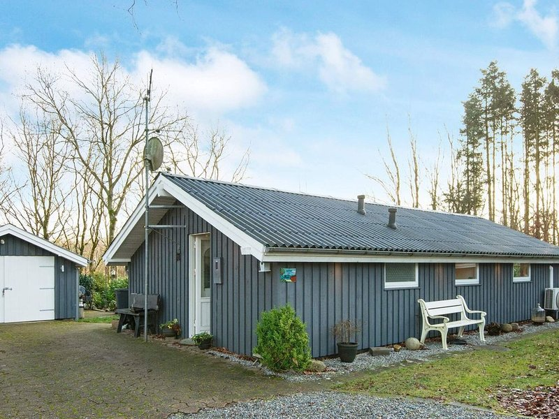 Modern Holiday Home in Jutland with Sauna, holiday rental in Hovborg