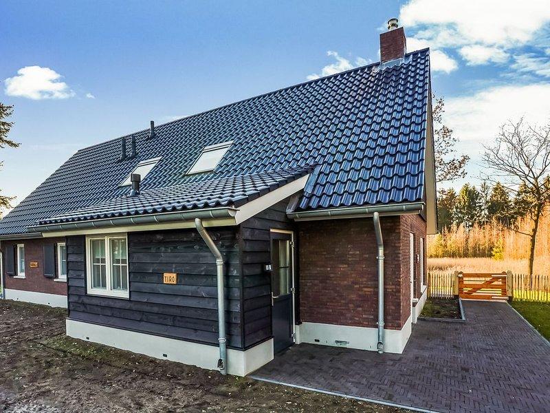 Spacious Holiday Home in Rijssen with Garden, holiday rental in Heeten