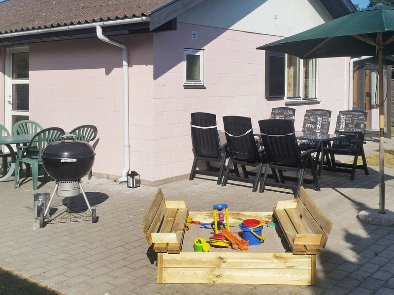 Gorgeous Holiday Home in Falster with Terrace, location de vacances à Vaeggerlose