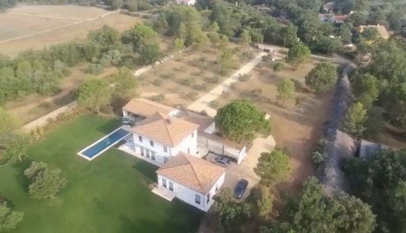 Villa récente, idéale 2 familles, 3 modules indépendants, piscine, parc 2,5 ha, holiday rental in Bras