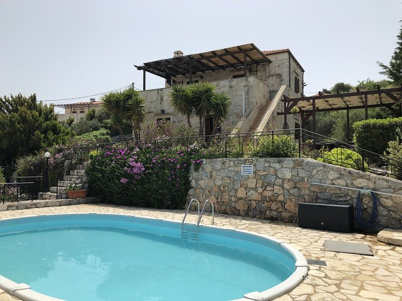 Beautiful Stone Family Villa with fantastic Sea Views and  Private Pool, holiday rental in Kefalas