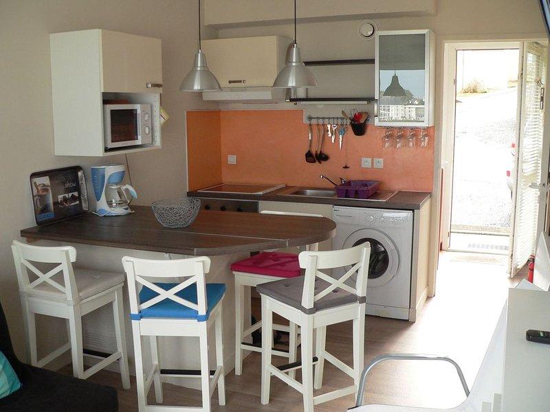 Appart vue sur la plage de Trestel,  2-4p, 50m de la plage, wifi, classé 3***, holiday rental in Trevou-Treguignec