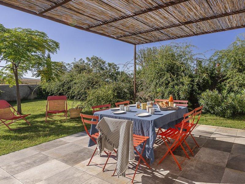 Maison de caractère avec vue sur les champs de lavandes, confortable,bien située, vacation rental in La Palud sur Verdon