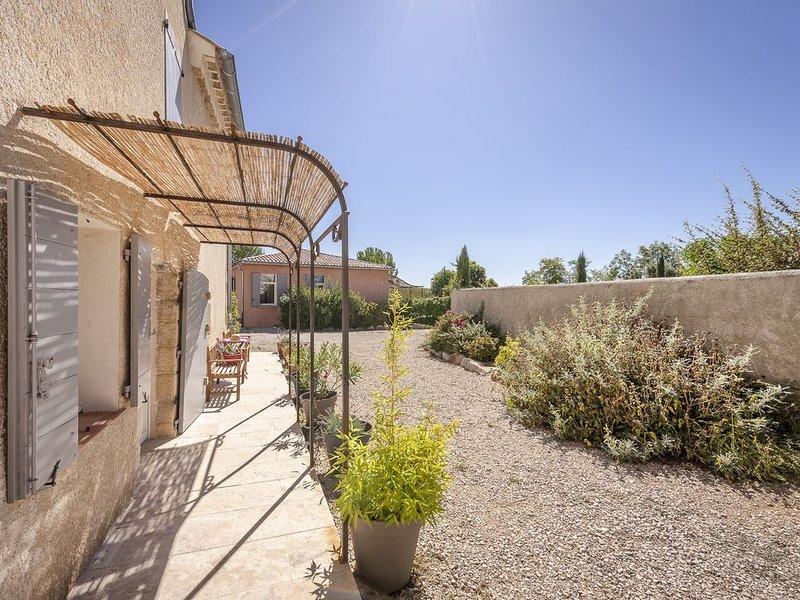 Gîte rénové,  confortable et bien située, belles vues de Provence, vacation rental in La Palud sur Verdon