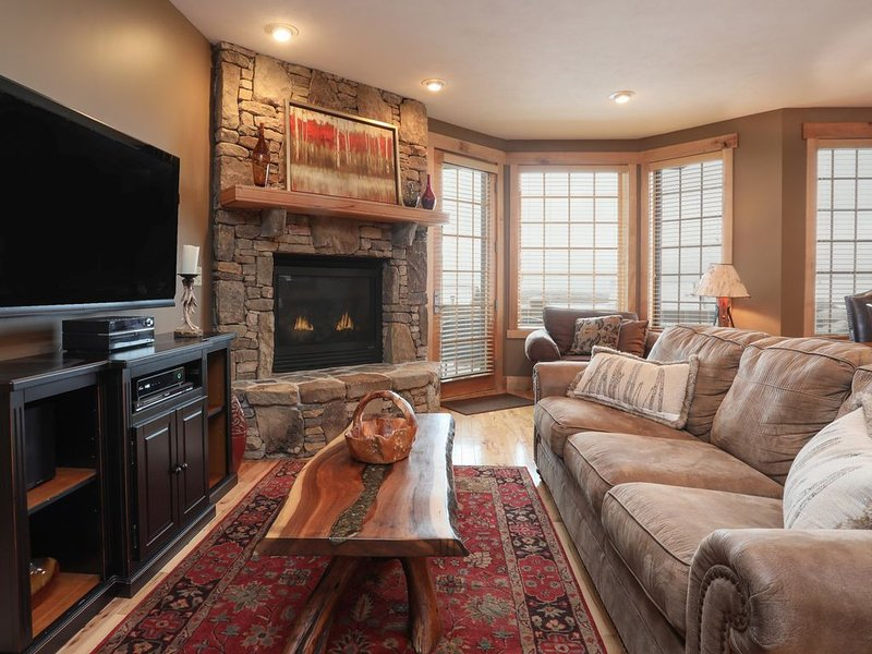 Seven Springs - Southwind Ski-in Ski-Out Mountaintop Townhouse, vacation rental in Champion