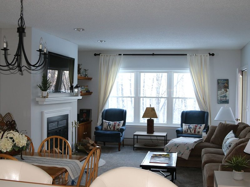 Perfect Okemo Ski Location! Winterplace 3 Bedroom Condo- Short Walk to Slopes!, aluguéis de temporada em Mount Holly