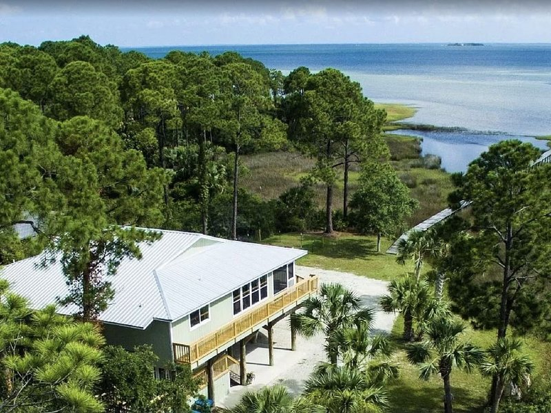 Bay Front, Private Pool, Beautiful Water Views, Nearby Beach Access!, alquiler de vacaciones en Cape San Blas