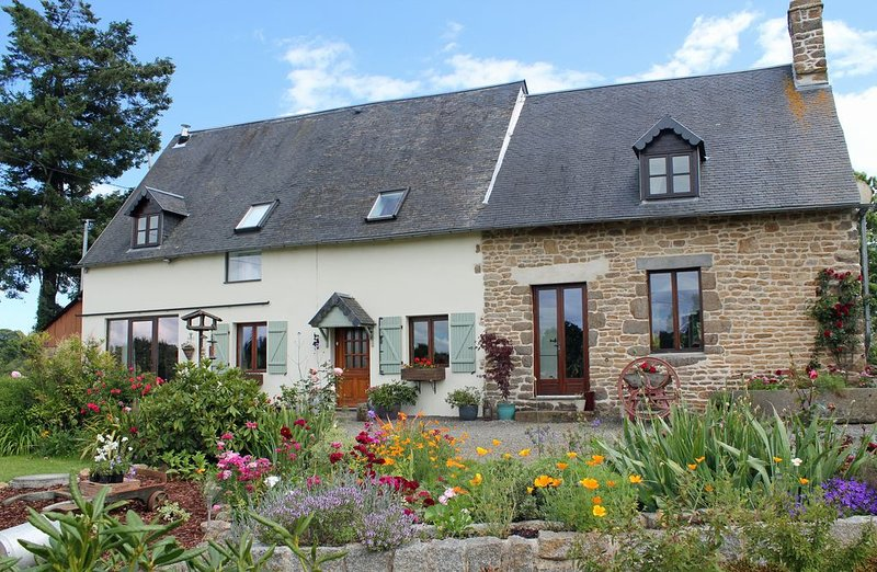 Converted Barn Nestled In The Countryside – semesterbostad i Saint-Hilaire-du-Harcouet