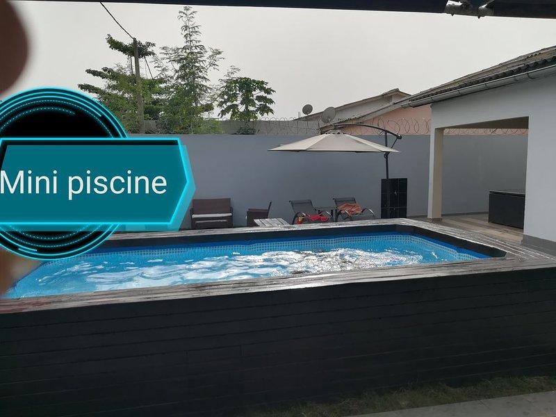 Villa entièrement équipée et meublée, dans cité calme avec toutes commodités, holiday rental in Ouidah