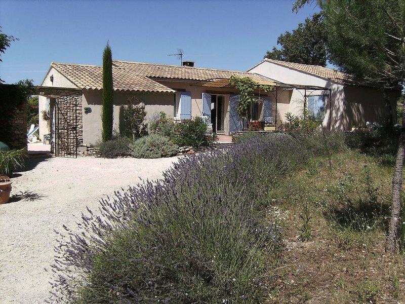 Charme ,confort et calme dans la campagne de Ménerbes, holiday rental in Menerbes