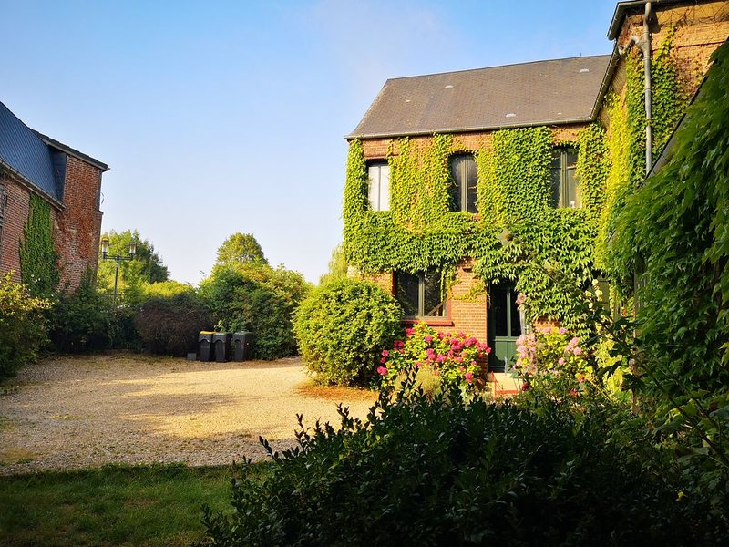 Baie de Somme , maison 250 m2, 5 chambres et grand jardin, holiday rental in Abbeville