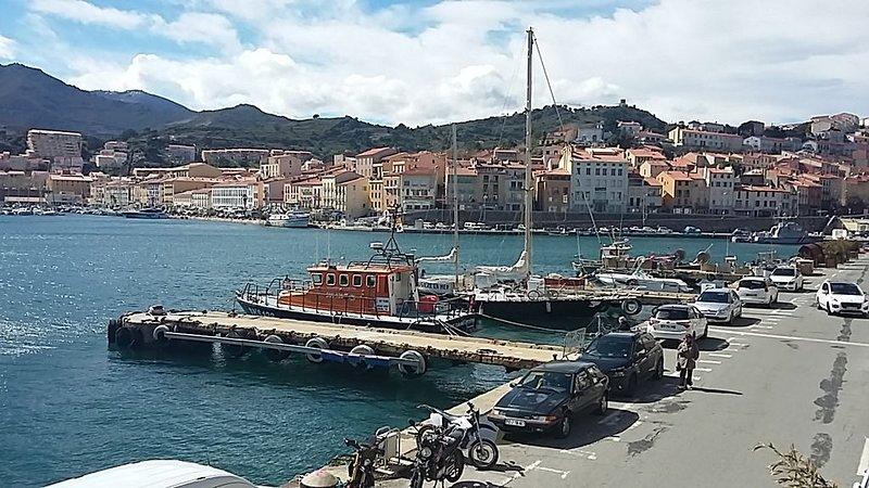 DUPLEX DE 110 M2 PROCHE QUAI ET COMMERCES, 8 personnes, holiday rental in Port-Vendres