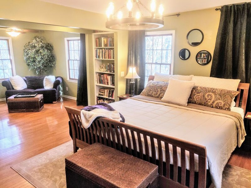 Luxurious & Peaceful 3 bdrm Apt in Wooded Milton Home, location de vacances à Alpharetta