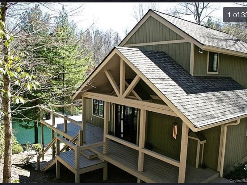 New to Rental Market! 3 Story Lakefront Deck Home with a View, vacation rental in Rosman