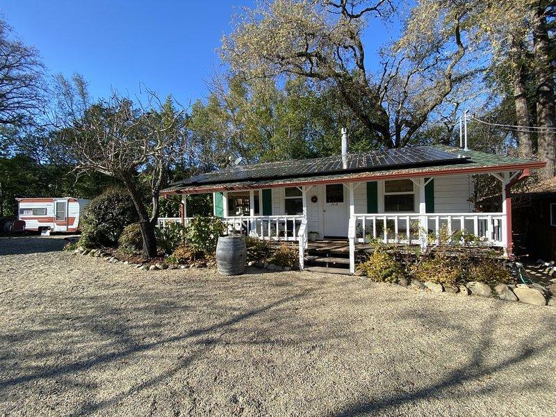 Quaint vineyard cottage on Dry Creek., location de vacances à Yountville