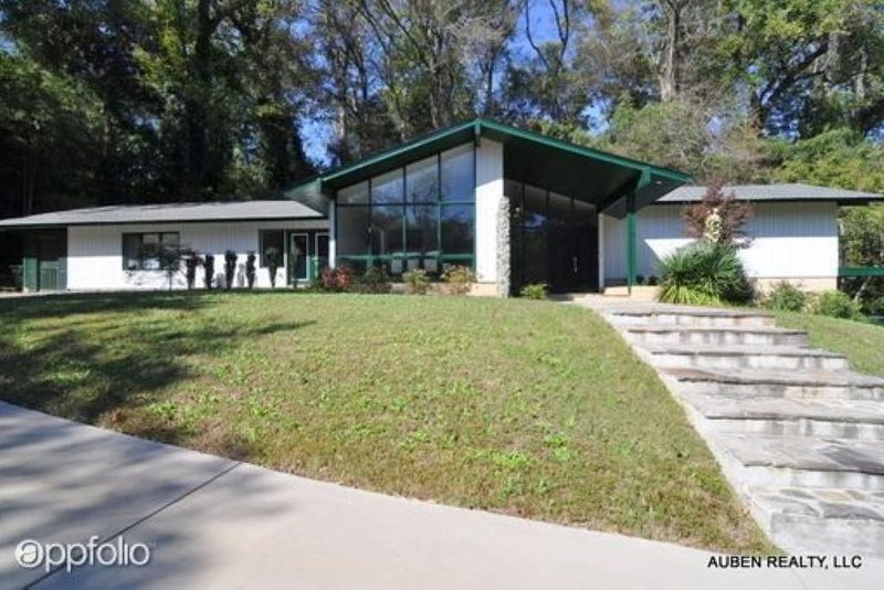 Updated Single Family House - Open Floor Plan - Sleeps up to 16, holiday rental in Augusta