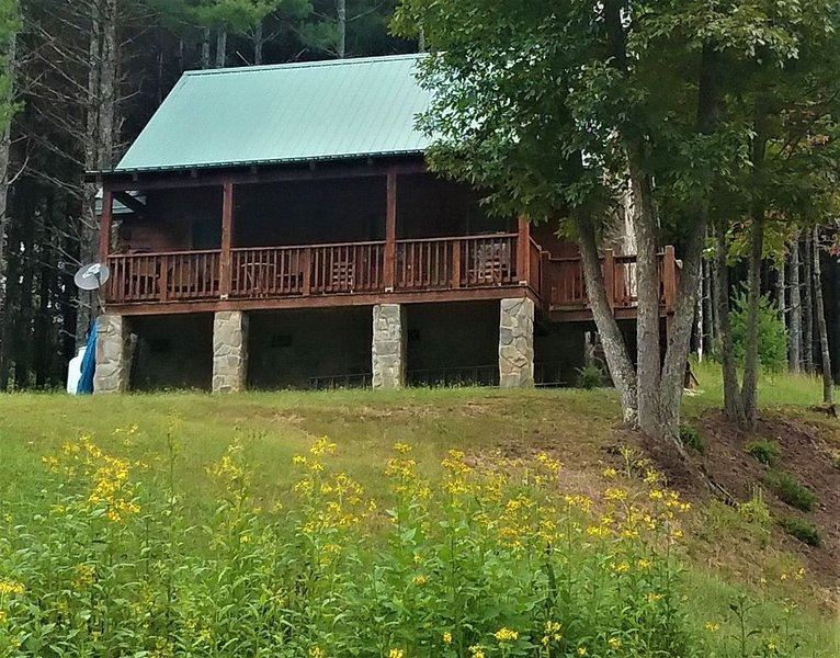 New River Haven Cabin! Enjoy Wildlife, Seclusion, Mountains, & the New River!, alquiler vacacional en Austinville
