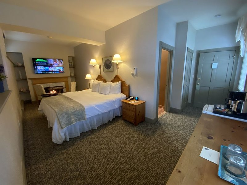 Romantic Boutique Hotel / Bed and Breakfast - Standard King With Gas Fireplace a, aluguéis de temporada em Becket