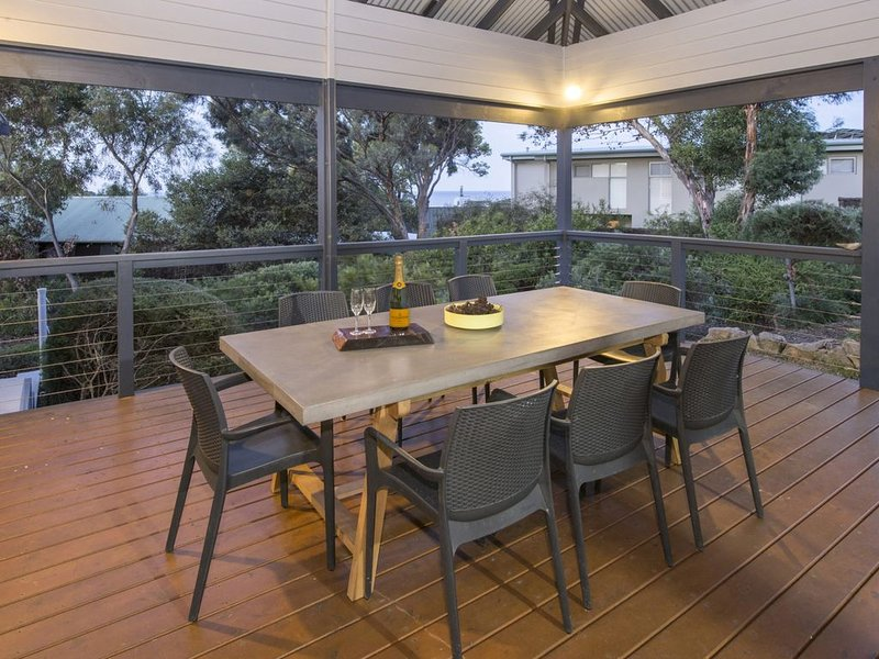 Elegance Character and Charm with Beautiful Eagle Bay Views, holiday rental in Cape Naturaliste