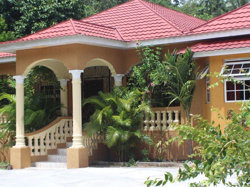 Teejay's rustic retreat, holiday rental in Buff Bay