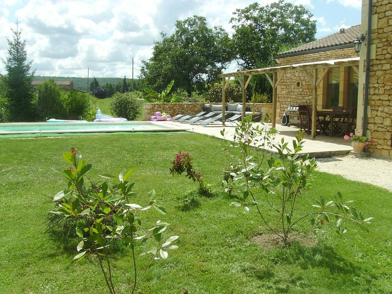 Cadre d'exception dans la vallée de la Dordogne, maison avec piscine chauffée, holiday rental in Vitrac