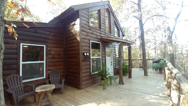 NEWEST TREEHOUSE in Hocking Hills on 10 Priv Acres. Minutes from Old Mans Cave, location de vacances à Haydenville