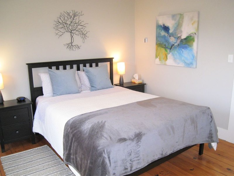 River Ridge Lodge (B&B) - Beautiful Queen Bedroom w/Ensuite Bath on 2nd Floor, location de vacances à Mahone Bay