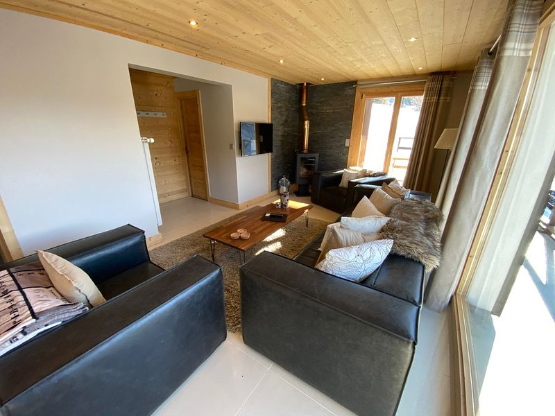 FULLY REFURBISHED (2019)3 bedroom apartment with great views, 400M to the town, casa vacanza a Morgins