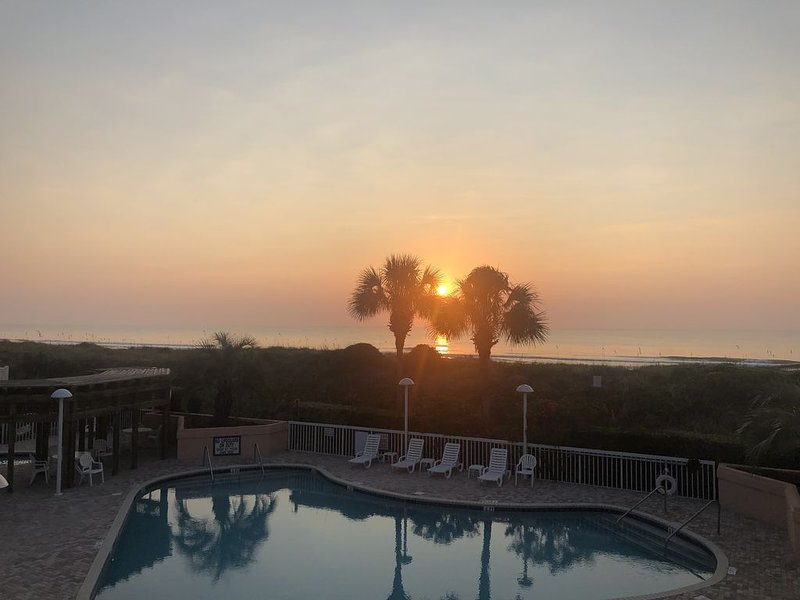 Unrestricted beach access - luxurious seaside resort with exceptional amenities, holiday rental in Pawleys Island