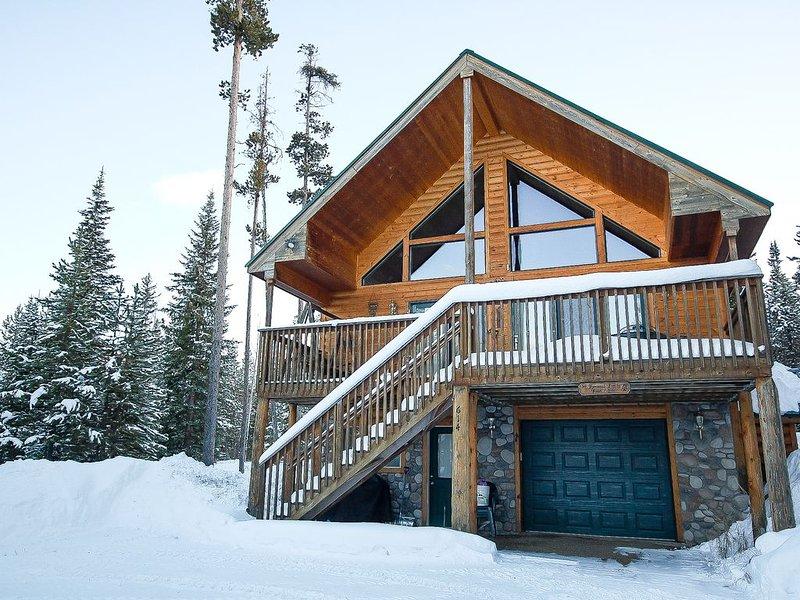 Lake Retreat - Gorgeous Columbine Lake home with mountain and lake views!, holiday rental in Grand Lake