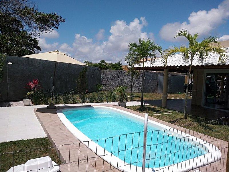 Casa com Piscina com 3/4 em Condomínio Fechado Perto da Praia Barra de Jacuípe, location de vacances à Jenipabu