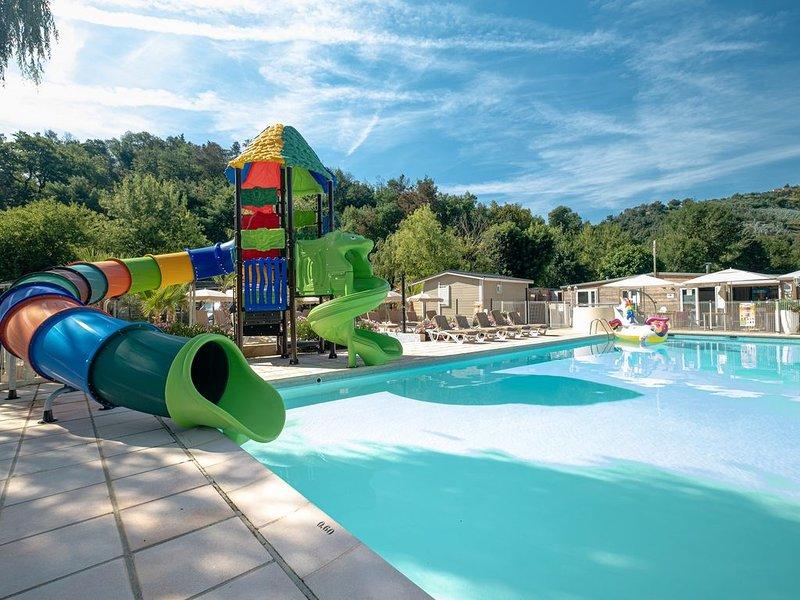 Camping Le Parc des Monges avec piscine, holiday rental in Auribeau-sur-Siagne