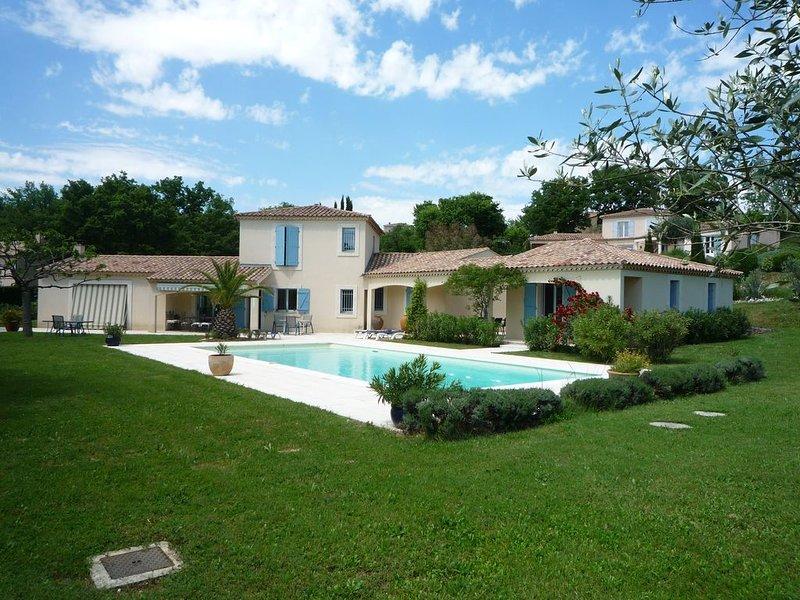 Gite independant dans villa au bord de la piscine, location de vacances à Seguret