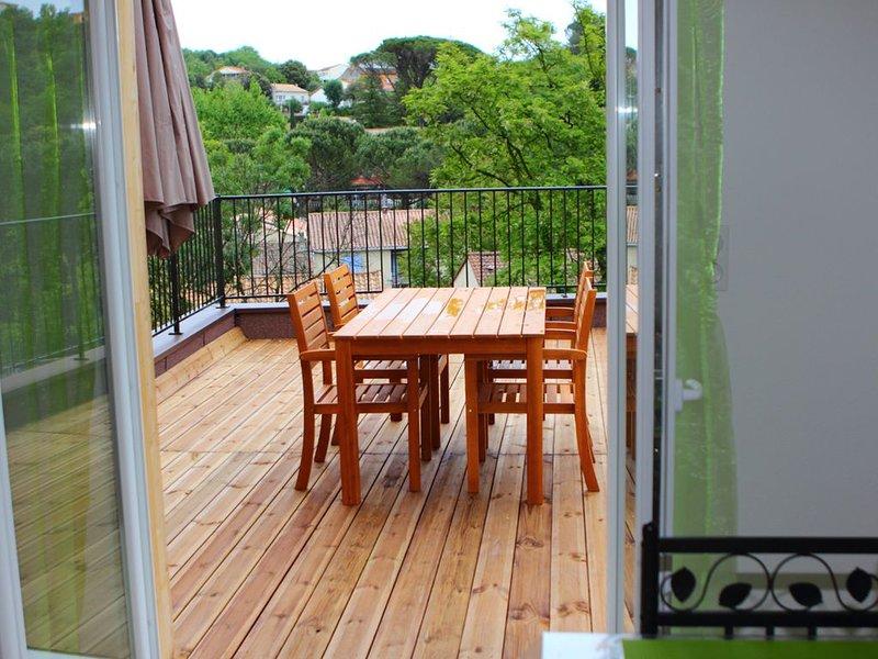 Loue trés bel appartement avec terrasse à 250 mètres des Thermes, location de vacances à Lamalou-les-Bains