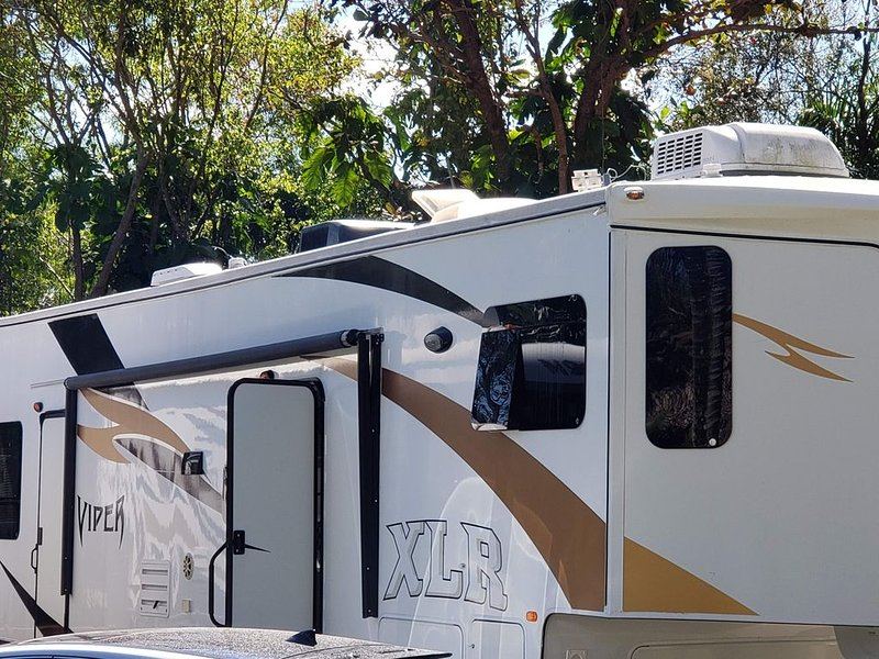 Lxury RV 2 minutes from the Hard Rock Guitar, vacation rental in Plantation