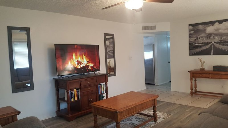 Tempe Get away with pool, Spa, Easy access to Spring Training & Everything!, holiday rental in Tempe