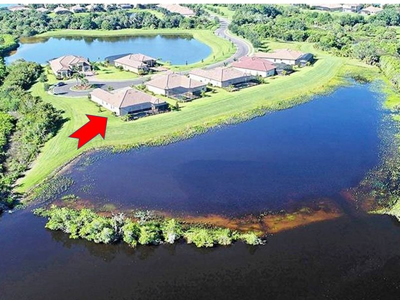 634 Breathtaking river view luxury house with a pool and golf, holiday rental in Parrish