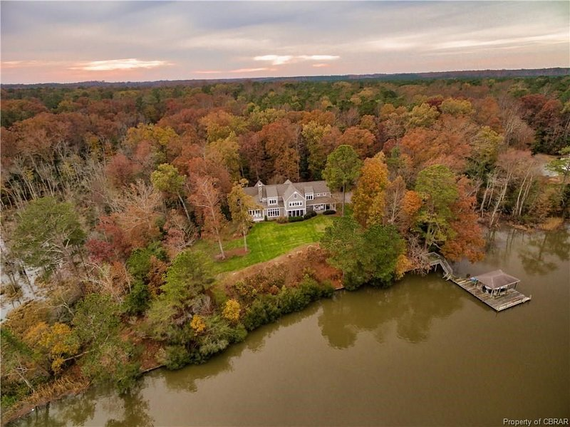Private waterfront retreat on Mattaponi River near Williamsburg, holiday rental in West Point