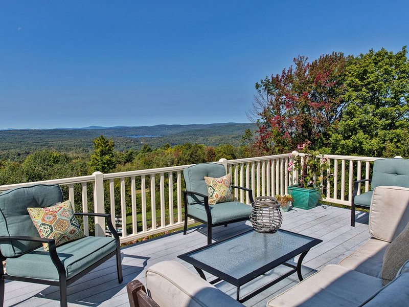 Panoramic Views & Sunsets Luxury House for Skiing Hiking Vacation, holiday rental in Henniker
