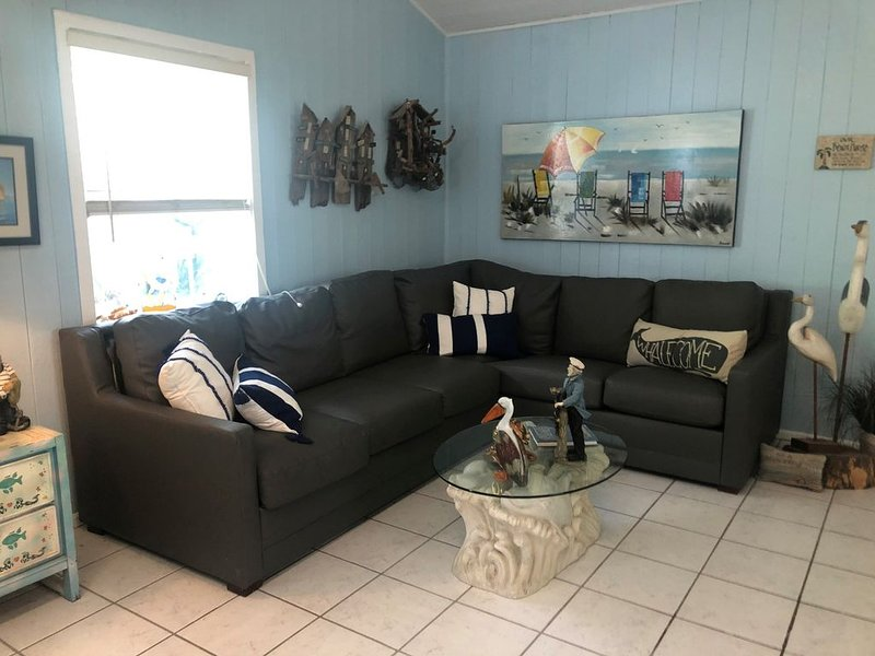 Beautiful Beachside Cottage, vacation rental in Belleair Beach