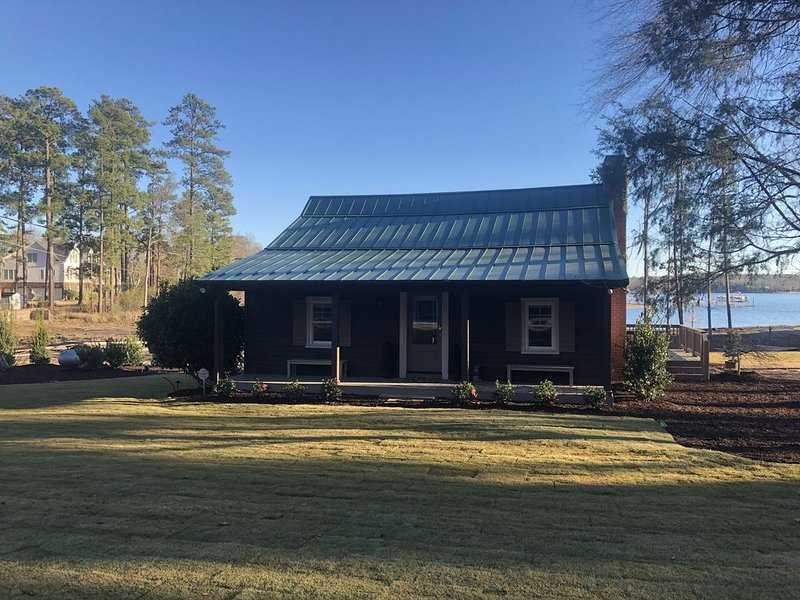 THE CABIN AT HIDDEN COVE, holiday rental in Seven Oaks