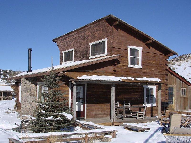 Family Ranch with Guest Cabin, location de vacances à Del Norte