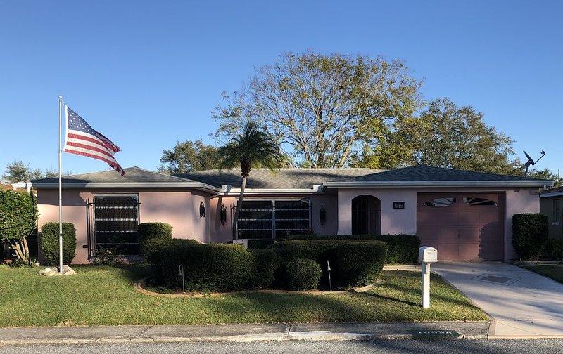 Cozy Neighborhood Home perfect for the outdoor enthusiast, alquiler de vacaciones en Port Richey