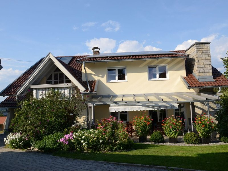 Luxurious Apartment in Dorn Bavaria with colourful garden, holiday rental in Rohrnbach